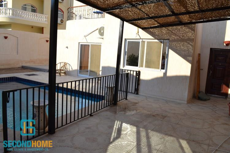 Villa for rent in Mubarak 7, with private swimming pool.